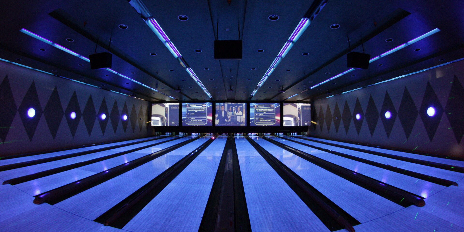 the-bowling-alley_t20_447WmR